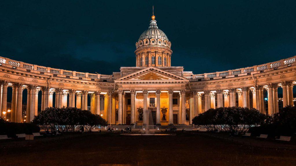Die Kasaner Kathedrale in St. Petersburg ist ein russisch-orthodoxer Sakralbau
