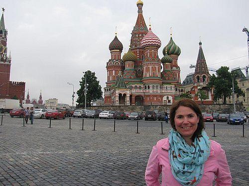 Larissa Kautz in Moskau vor der Basilius Kathedrale